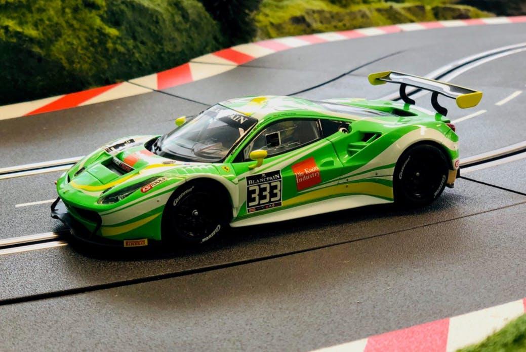 Grüner Carrera Ferrari Rennwagen