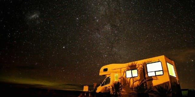 Mit dem Camper unter den Sternen