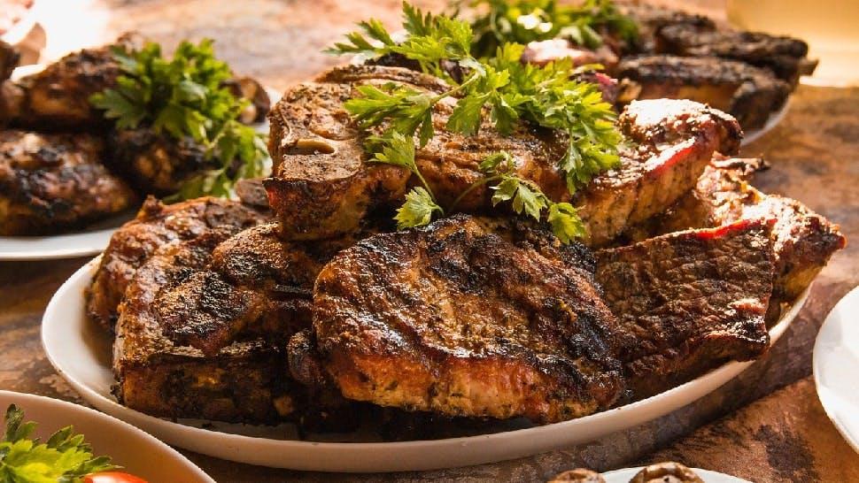 Grillparty zu Hause Fleisch