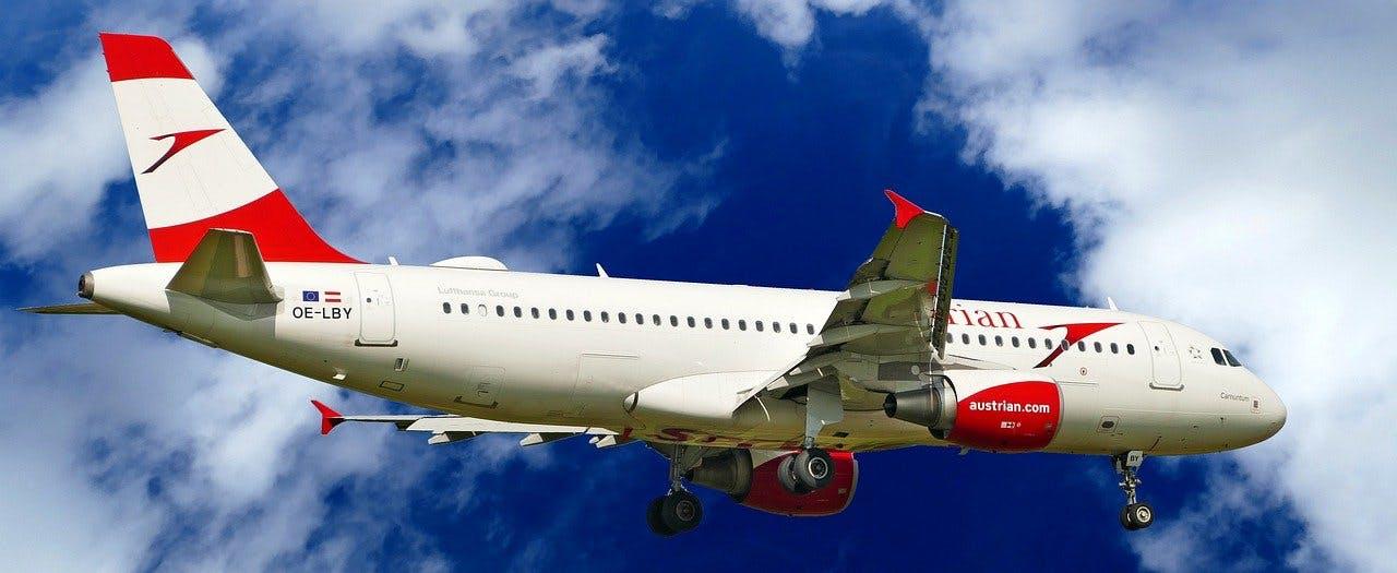 Flugzeug von Austrian Airline in der Luft