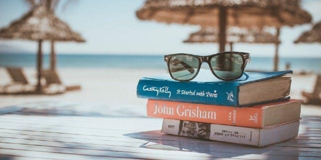 Trivialliteratur am Strand genießen
