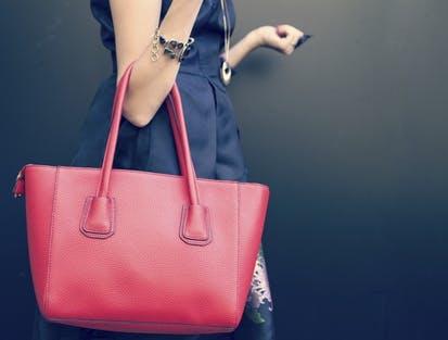 Die passende Handtasche gibt es bei bonprix