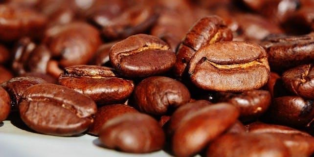 Kaffeegenuss auf Kaffeebohnen