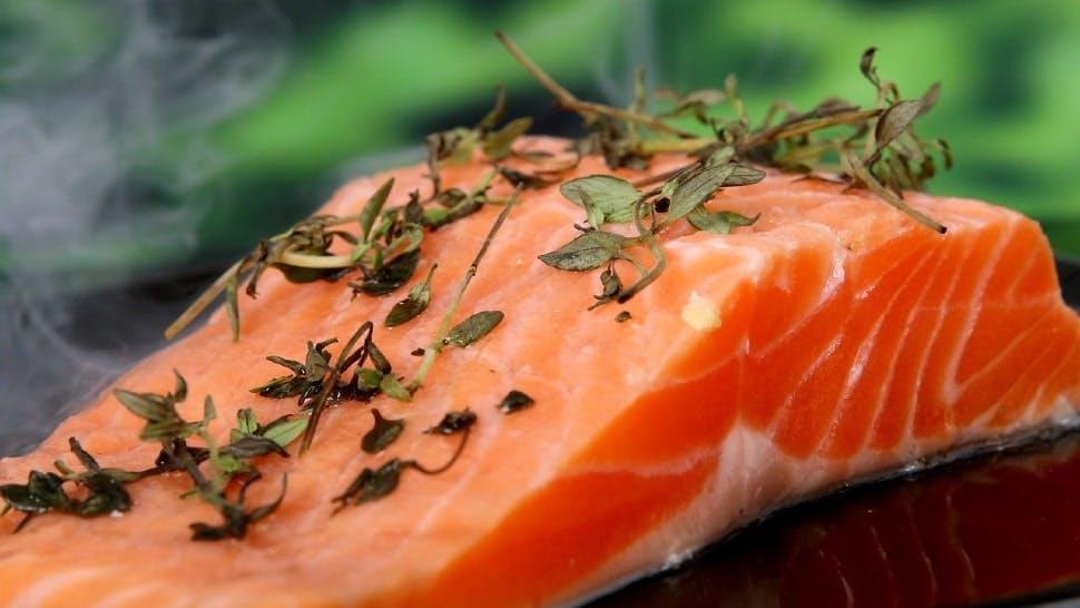 Lachsfilet ist ideal für die Sommerküche