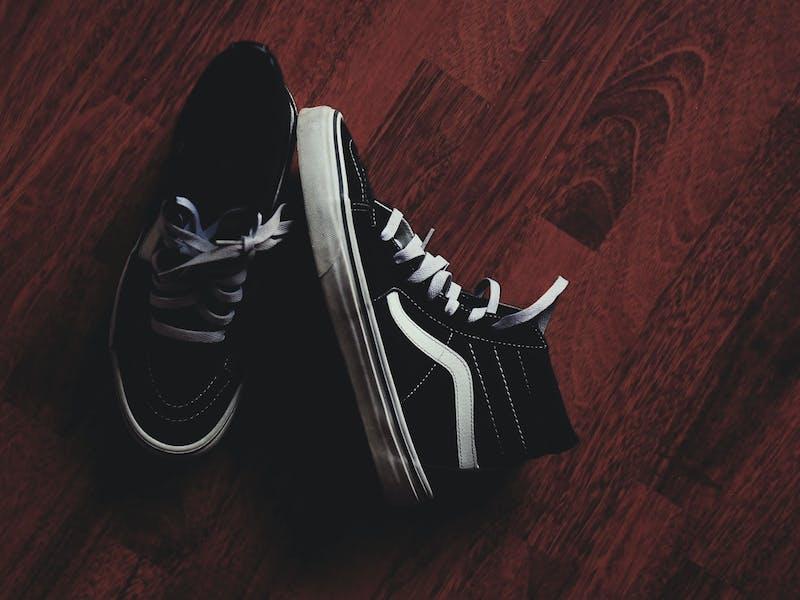 Vans Sneaker auf Parkettboden