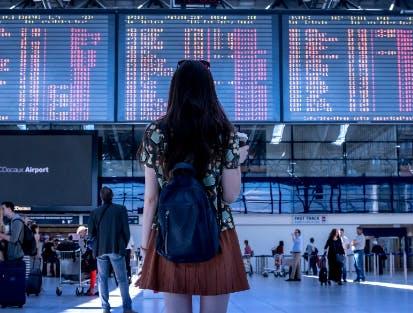 Auf der Reise am Flughafen