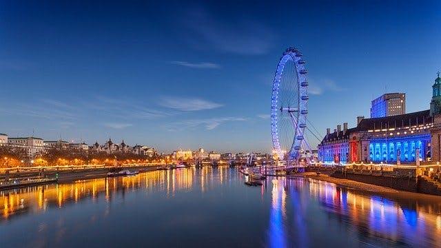 Riesenrad London Eye und die Themse