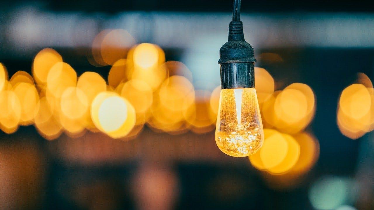 Lampe mit orangenem Licht