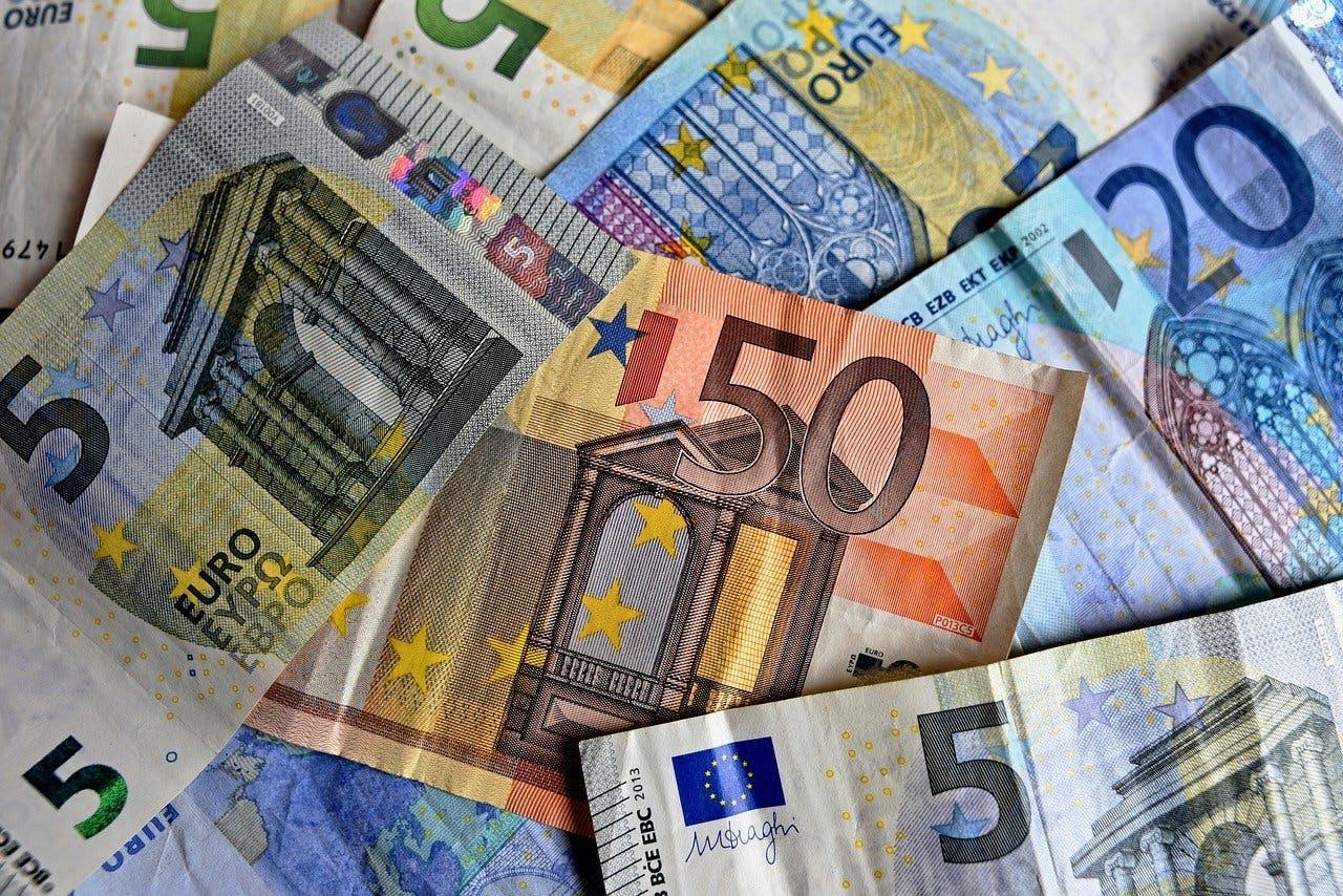Euroscheine aufeinandergestapelt