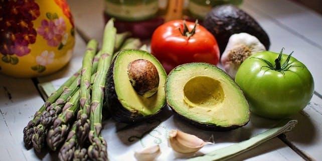 Verschiedenes Gemüse auf einem Tisch