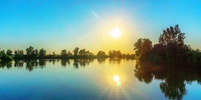 Seen in Deutschland: Der Altmühlsee bei Sonnenaufgang