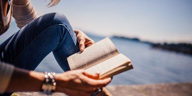 Trivialliteratur im Freien lesen