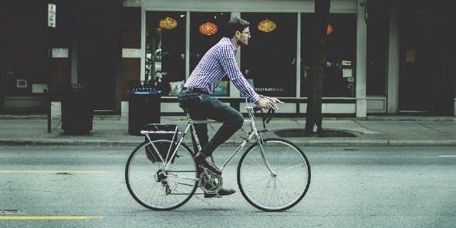 Mit dem Dienstrad zur Arbeit: Fuß vom Gas und auf die Pedale