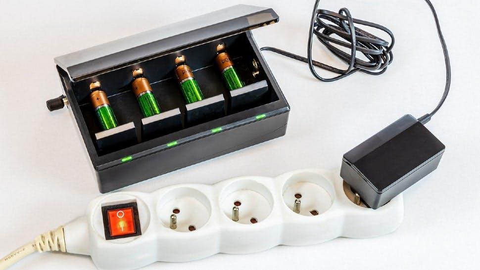 Eine Steckleiste hilft beim Energiesparen im Haushalt
