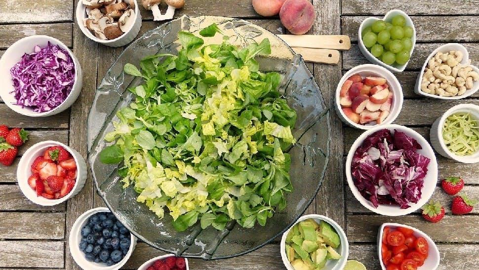 Grillparty zu Hause Salat